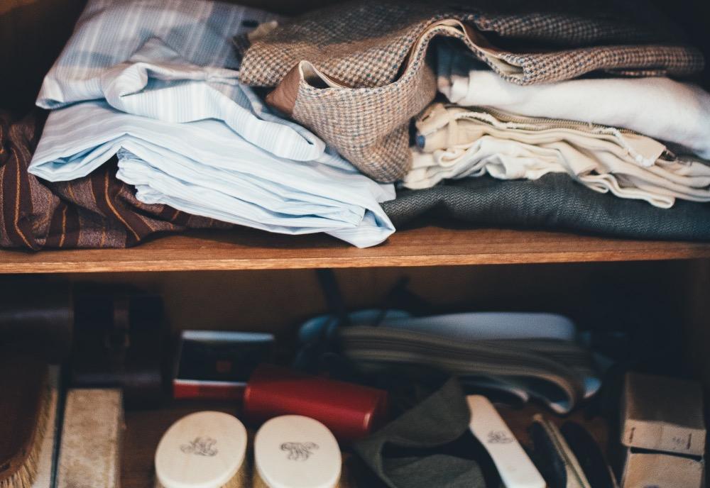 散らかった衣類